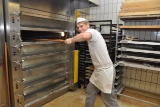 Auszubildender zum Bäcker