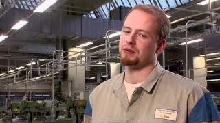 Christian Strege berichtet über die Ausbildung zum Werkzeugmechaniker, die Möglichkeiten nach der Berufsausbildung bei Volkswagen und seine Hobbys.